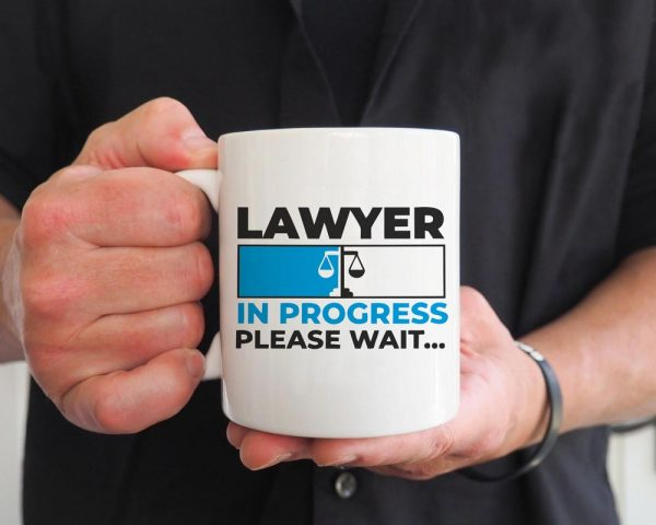 ماگ وکیل مشغول کار است