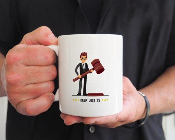 ماگ سفید طرح وکیل
